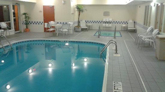 Fairfield Inn & Suites Fargo: Hot tub