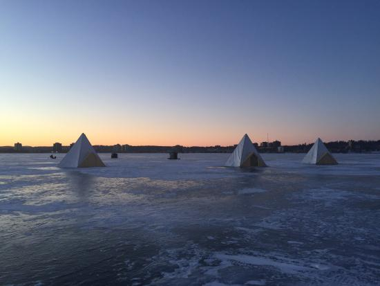 Barrie, Canadá: Sunset on the Ice