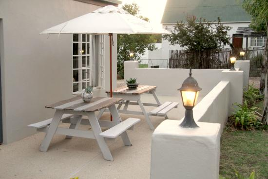 Elianthe's Guesthouse: Patio