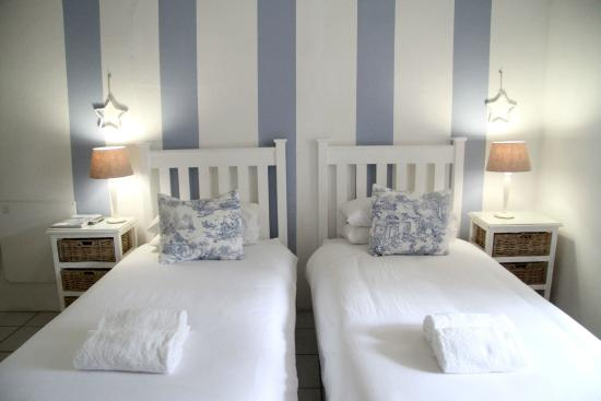 Elianthe's Guesthouse: Twin room