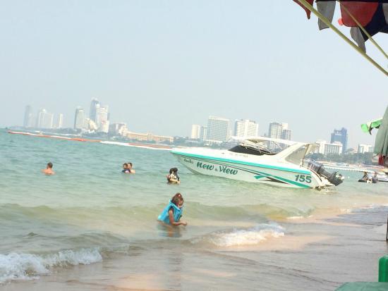 Baywalk Residence Pattaya: view sitting on the beach