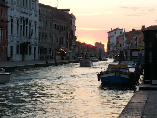 Le Guglie Bed & Breakfast: Cannaregio Canal outside the B&B