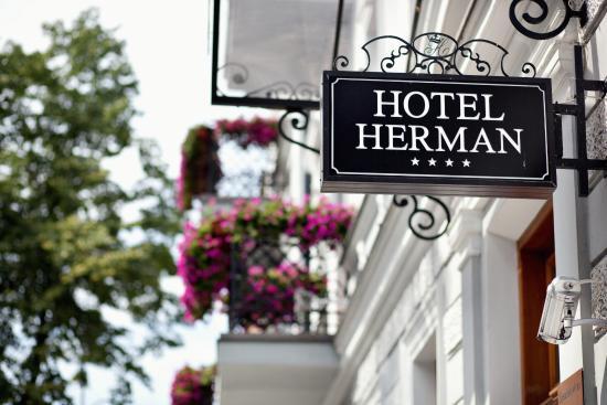 Hotel Herman Centrum Szkoleniowo-Konferencyjne: Główne wejście
