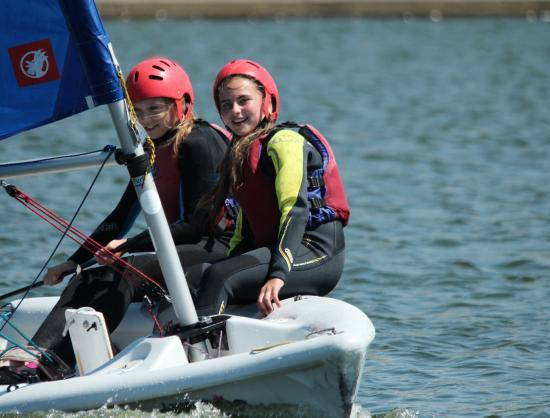 Brighton and Hove, UK: Kids sailing at Hove Lagoon