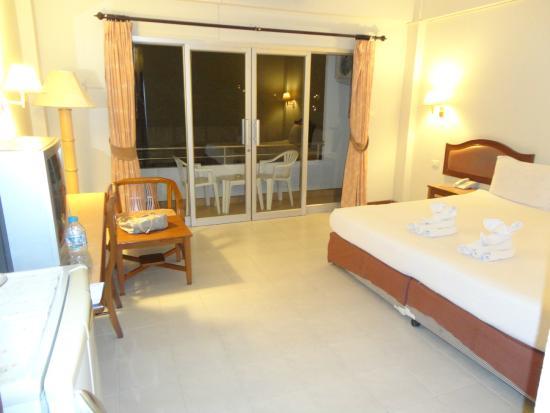 Aonang Smile Hotel: Large room