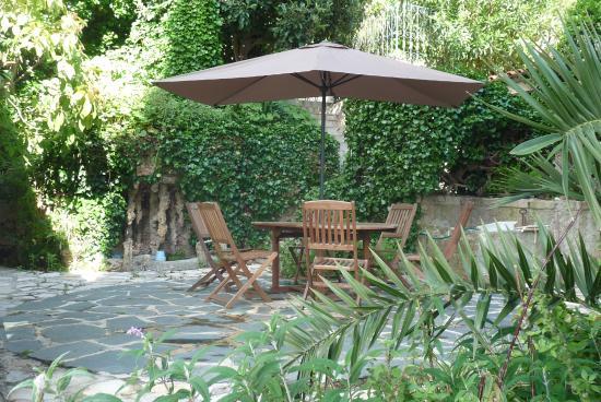 Le Castel Enchante: Le jardin