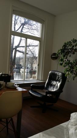 studio INN: Entspannung pur beim Chillen am Fenster