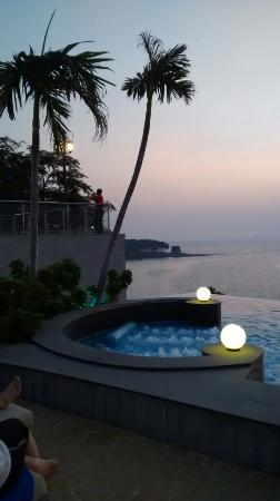 Royal Cliff Beach Hotel: beautiful sunset