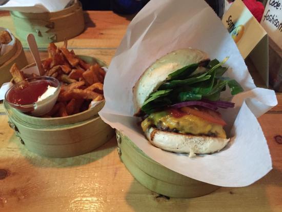 Shiso Burger: Cheesburger and sweet potatoes