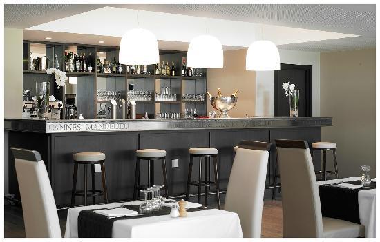 le bar en zinc picture of restaurant du old course. Black Bedroom Furniture Sets. Home Design Ideas
