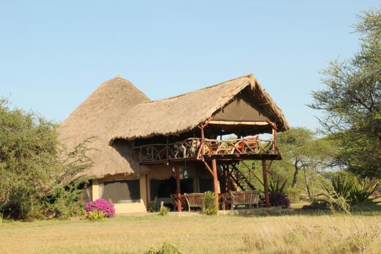 Mapito Tented Camp Serengeti: The restaurant with viewing platform