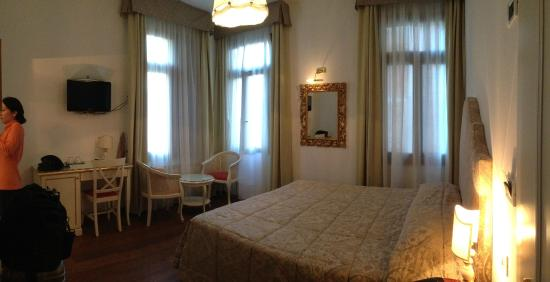 Ca dei Polo: Double-bed room on the first floor overlooking a beautiful internal garden