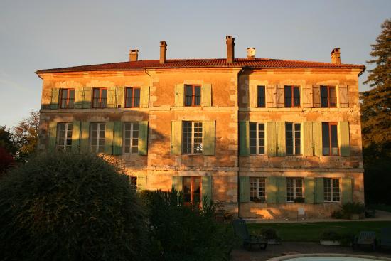 Domaine de Bernou : Côté piscine