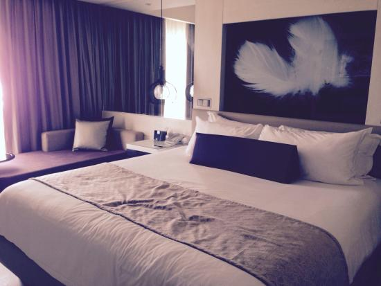 Chambre ultra moderne. - Picture of CHIC by Royalton Luxury Resorts ...