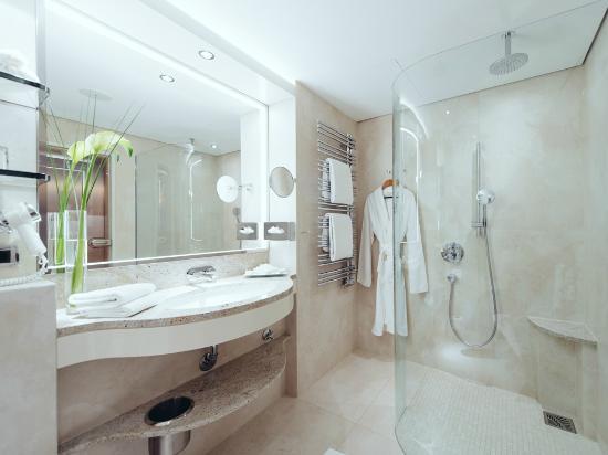 Grand Elysee Hotel Hamburg: Badezimmer
