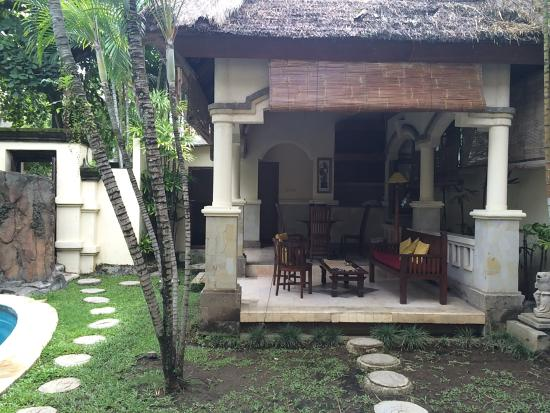 The Seminyak Village: Villa kitchen and dining area