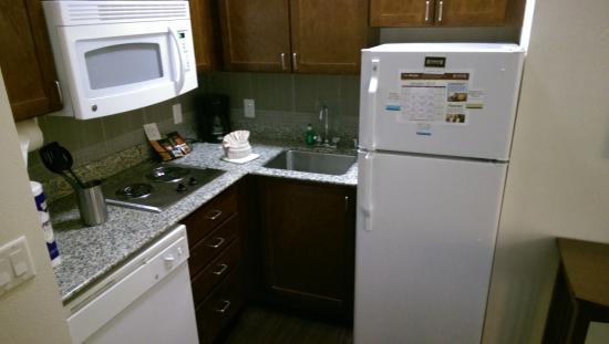 Staybridge Suites Plano - Richardson Area: Kitchen