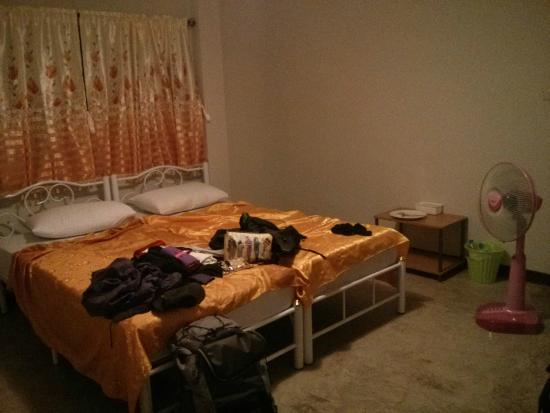 Khaosan Baan Thai: Double room with fan