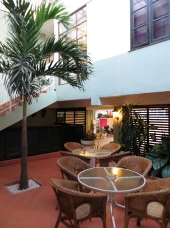 Hotel Khamvongsa: Courtyard