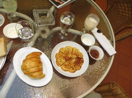 Hotel Khamvongsa: Swedish waffles breakfast