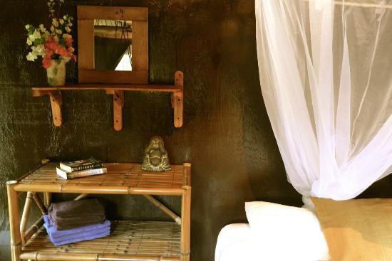 Utopia Guesthouse & Yoga Studio: El Loro room