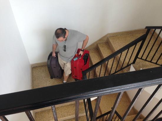 Casa Condado Hotel: descendo com as malas