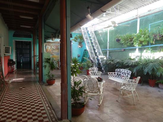 terrasse couverte et acces au toit terrasse picture of colonial tania santiago de cuba. Black Bedroom Furniture Sets. Home Design Ideas