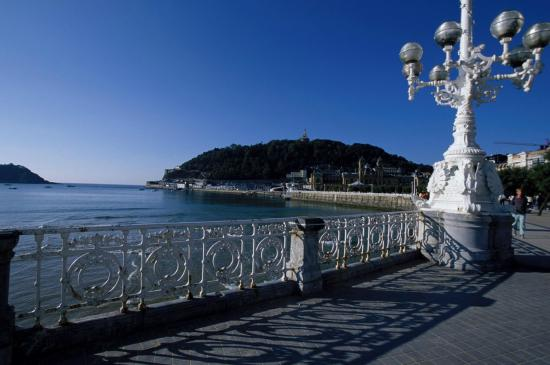 San Sebastian Bus Tour