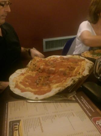 La Serra: Huge pizza