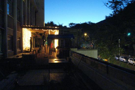 Once in Cape Town : den nye bar de var ved at bygge uden for vores vinduer 2 gang vi boede der