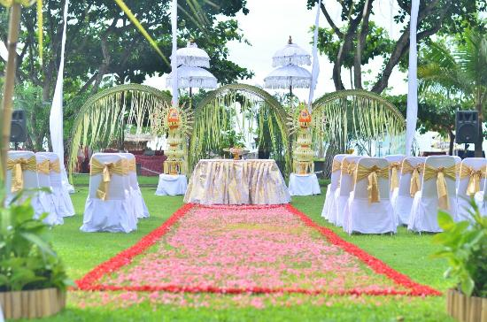 My wedding decor balinese stlye at the sunset garden ramada bintang bali resort my wedding decor balinese stlye at the sunset garden ramada junglespirit Images