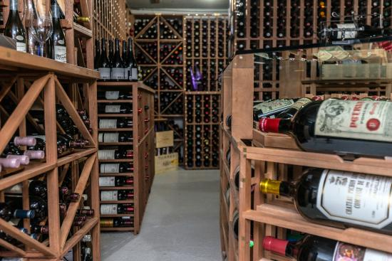cave vin picture of le coureur des bois bistro beloeil tripadvisor. Black Bedroom Furniture Sets. Home Design Ideas