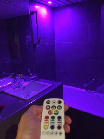 Mercure Bordeaux Aeroport : LED Disco lighting