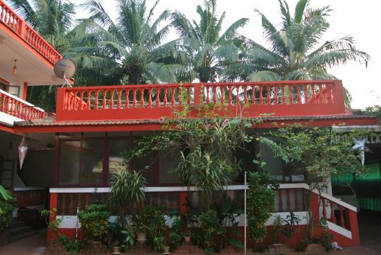 Arjun Villa: garden