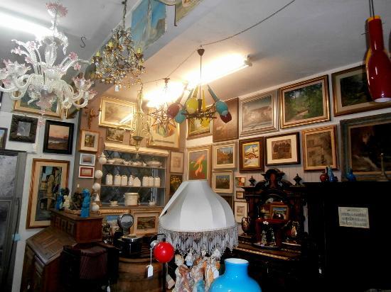 Nebbiuno, Italy: Collezionismo