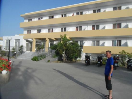 Pyli Bay Hotel: Straßenseite