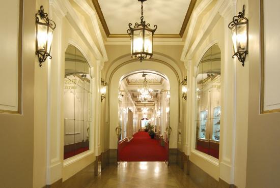 Carsson Hotel: Entrada