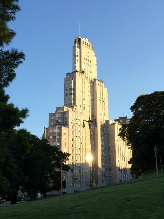Edificio Kavanagh: вид из парка напротив