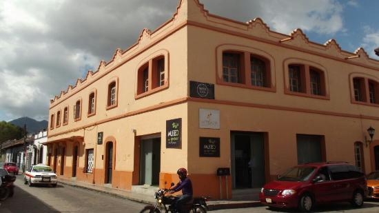 Museo del ambar Lilia Mijangos: Museo Lilia Mingajos