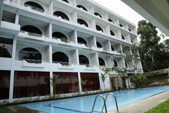 Kandyan Reach Hotel : Hotel view