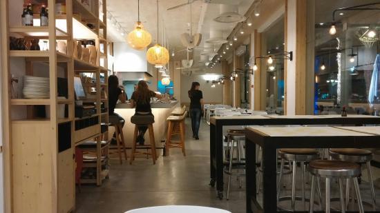 Giraffe Noodle Bar : Inside