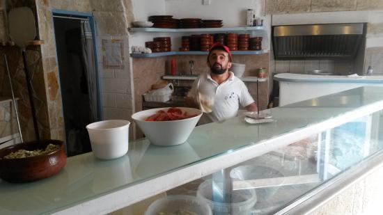 Ristorante Pizzeria Alta Marea : chef preparing pizza bottom, Alta Marea
