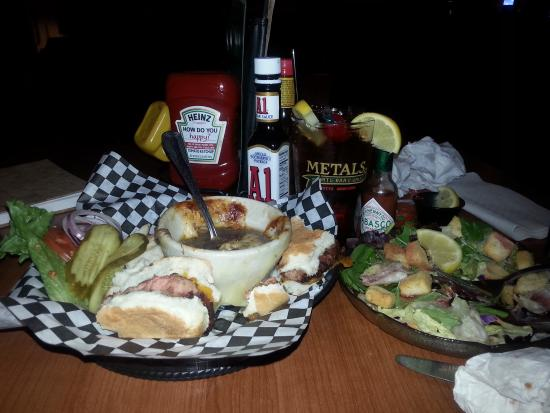 Metals Sports Bar and Grill : yummy