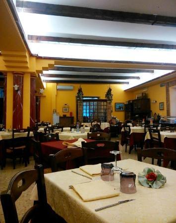 Sala da pranzo foto di albergo ristorante la pineta - Foto sala da pranzo ...
