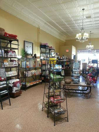 Cottonwood, AZ: Huge Selection of Pet Foods/Treats/Accessories