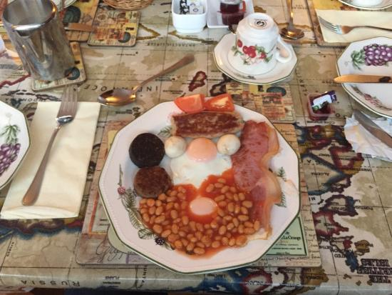 Castle Lodge Bed & Breakfast: Best breakfast and also the most fun in all my Irish road trips. LOVE IT. Never had so much fun