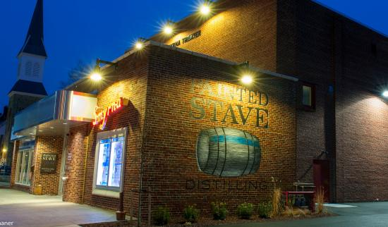 Smyrna, DE: Painted Stave is in an historic, retrofitted theatre building .  It's a must see while in Kent C