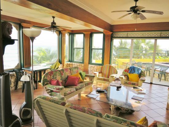 Silver Sands Vacation Villas: Living room