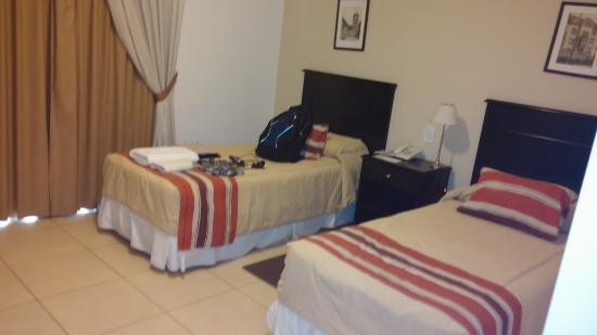 Laplace Hotel: Camas simples, un poco chicas pero muy comodas