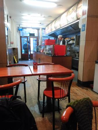 Mezza Lebanese Restaurant: Otra foto del interio